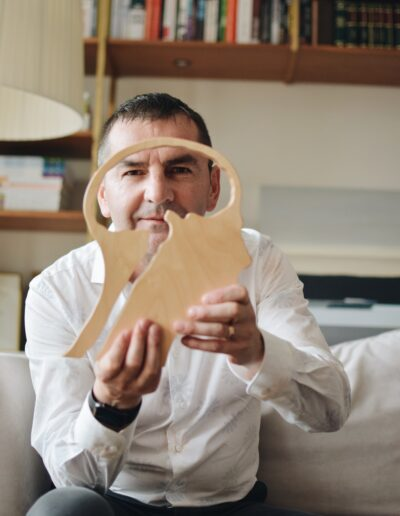 Paweł Jarząbek z drewnianym mózgiem